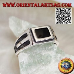 Silver ring with rectangular onyx edged and recessed V on the sides