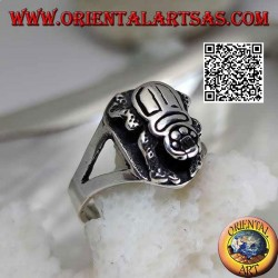 Silver ring with Egyptian scarab in relief and engraved inside