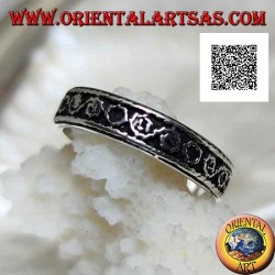 Silver band ring worked with Greek motif and alternating circles in bas-relief