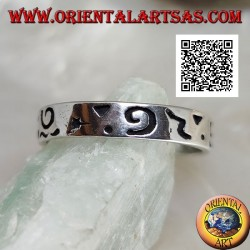 Silver ring with mixed engravings