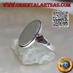 Anillo de plata lisa con placa ovalada plana y borde rayado