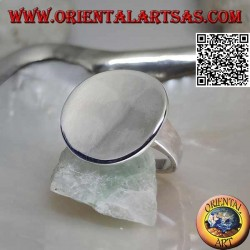 Smooth silver ring with smooth concave round plate