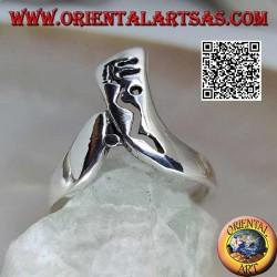Bumerangförmiger Silberring mit durchbrochener Dekoration