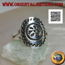 Silver ring with engraved stylized animal footprint and zig-zag outline on an oval plate