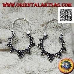 Orecchini in argento, cerchi con decorazione a tris di palline e chiusura ad archetto da 14 mm