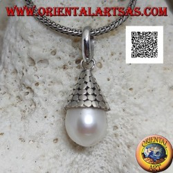 Silver pendant with white pearl with conical hat of smooth disks