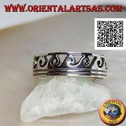 Anello a fedina in argento intagliata ad onde su due righe incise
