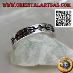 Anello a fedina in argento intarsiato con tridente contrapposti