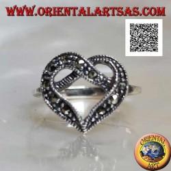 Anello in argento fedina con intreccio centrale a forma di cuore tempestato di marcassite