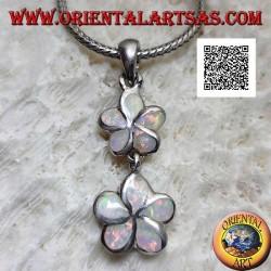 Ciondolo in argento coppia di fiori a 5 petali (fragola selvatica) in verticale con opale arlecchino