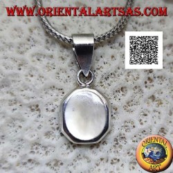 Silver pendant with oval mother-of-pearl set flush with the edge on a smooth octagonal frame