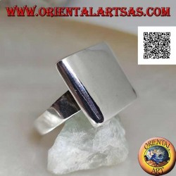Smooth silver ring with rounded rectangular plate on the edges