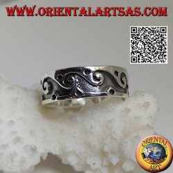 Silver ring with engraved waves and balls