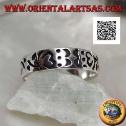 Anello in argento a fedina con Om (mantra tibetano) e decorazioni floreali incisi