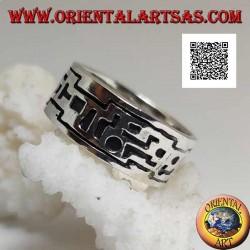 Anello in argento a fascia con incisioni di forme geometriche in successione