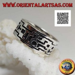 Silver band ring with incisions of geometric shapes in succession