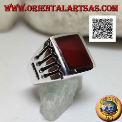 Silver ring with rectangular carnelian and 4 horizontal and 1 vertical lines engraved on the sides