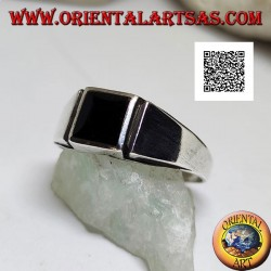 Silver ring with square onyx flush with the edge and vertical line engraved on the sides