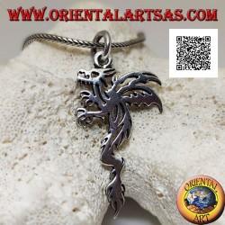 Ciondolo in argento a forma di viverna (drago alato a due zampe) di profilo in stile tribale