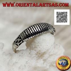Anello in argento a fedina con lavorazione in stile orientale di serpentina e intrecci