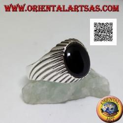 Bague en argent avec cabochon ovale onyx et lignes gravées en spirale hypnotique concentrique