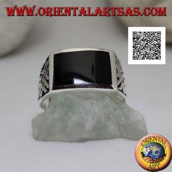 Silver ring with horizontal rectangular onyx and Celtic bas-relief weaves on the sides