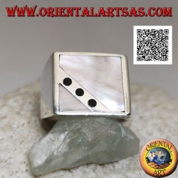 Silver ring with square mother-of-pearl cut obliquely from three onyx discs on a smooth setting