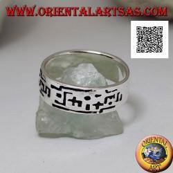 Schmalband-Silberring mit aufeinanderfolgenden Einschnitten geometrischer Formen