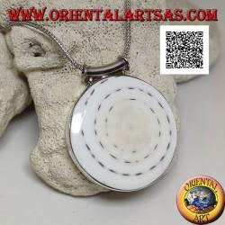 Ciondolo in argento con gasteropode tonda grande su montatura liscia laterale e gancio tubolare