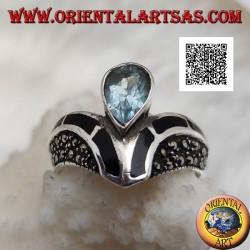 Bague en argent en forme de V parsemée de marcassite à décor de goutte centrale onyx et topaze