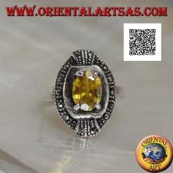 Bague elliptique en argent avec topaze jaune ovale sertie et marcassite