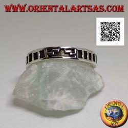 Anello in argento a fedina con scala a gradoni e rettangoli incisi