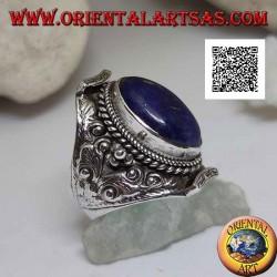 خاتم من الفضة مع اللازورد البيضاوي في محيط نيبالي وزخرفة زهرية عرقية بارزة