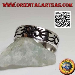 Silver ring with tribal style engraved S
