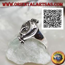 Anello in argento a scatola (porta veleno) con delfino in altorilievo