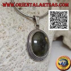 Ciondolo in argento con labradorite ovale contornata da triplo bordino liscio e rigato