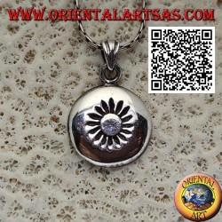 Ciondolo in argento medaglietta tonda bombata con sole inciso al centro