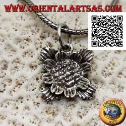 Silberanhänger in Form einer Sonnenblume mit Blättern