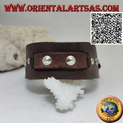 Genuine leather bracelet, conical studs and central band with buckle closure and 5 lengths (brown)