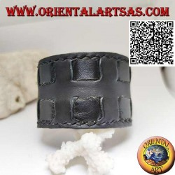 Wide bracelet in genuine leather, with square straps with clip closure and 2 lengths (black)