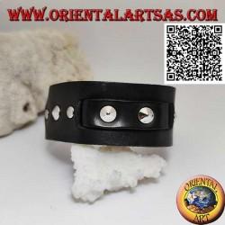 Bracciale in vero cuoio, borchie coniche e fascetta centrale con chiusura a fibbia e 5 lunghezze (nero)