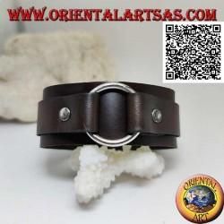 Bracciale in vero cuoio, anello centrale tra fascette con chiusura a fibbia e 5 lunghezze (marrone)