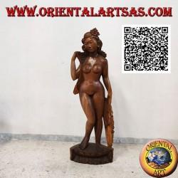 Scultura statua di una donna nuda orientale in posa realizzata da un unico blocco di legno di suar (155 cm)