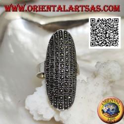 Anello in argento di forma ellittica grande bombata sul centro tempestata di marcassite