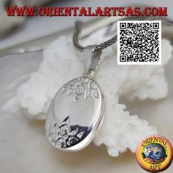 Ciondolo portafoto in argento ovale piatto con incisioni floreali sopra e sotto (22*17)