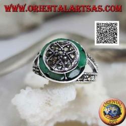 Anello in argento a cupola tempestata di marcassite e anello circolare di smeraldi ovali naturali
