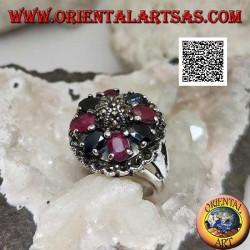 Bague en argent avec rubis et saphirs ovales naturels sertis d'un maracsite central sur le dôme et autour