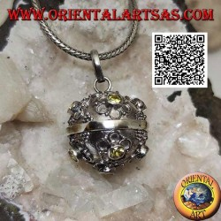 "Silver pendant ""Call of the Angels"" with flowers in relief and central yellow zircon (Ø 20mm.)"