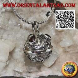 """Ciondolo in argento """"Chiama Angeli"""" con decorazione floreale e granati a goccia (Ø 20mm.)"""