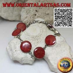 Bracelet en argent avec 7 madrépores ronds rouges (corail) séparés par des anneaux de chaîne